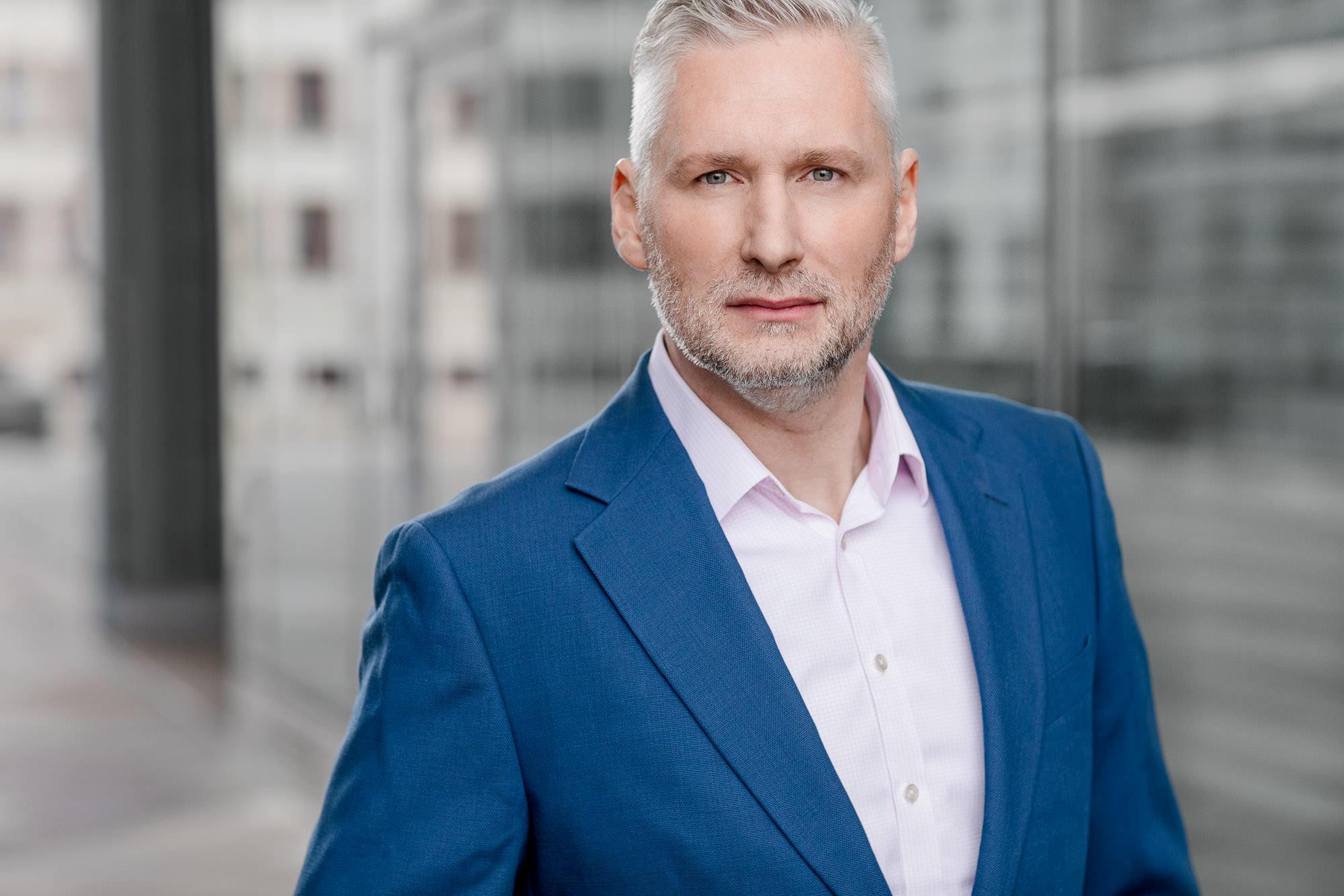Dieses Bewerbungsfoto wurde im Januar 2018 von Tom und Lia Fotografie an der Deutschen Med in Rostock aufgenommen.