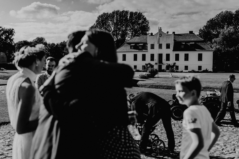 Hochzeitsfoto der Hochzeitsfotografen Tom und Lia aus Rostock. Scheunenhochzeit auf Gut Gerdshagen, Mecklenburg-Vorpommern.