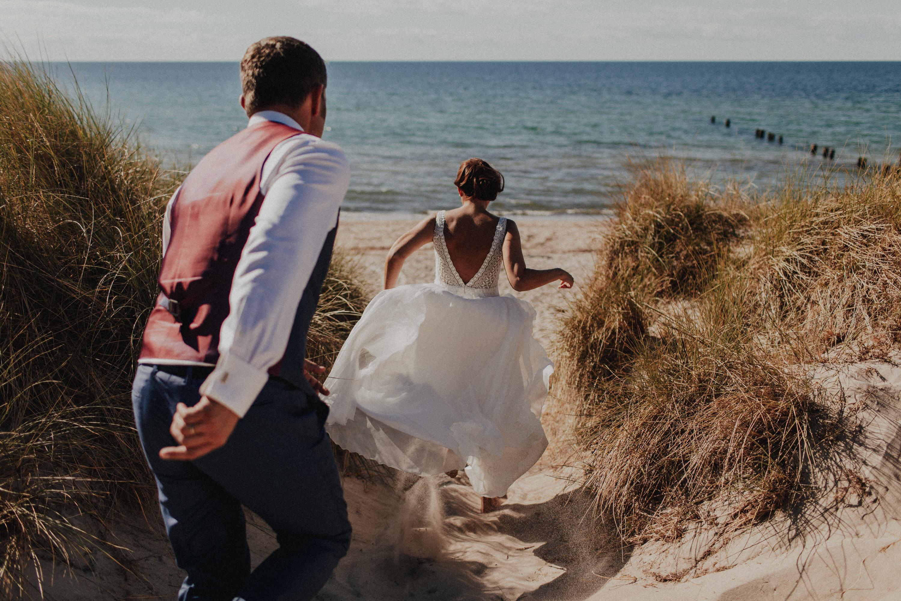 Hochzeitsfotograf-Potsdam-Hochzeit-Blaue-Boje-Markgrafenheide-Ostsee-Warnemünde-140-Tom-und-Lia-Fotografie
