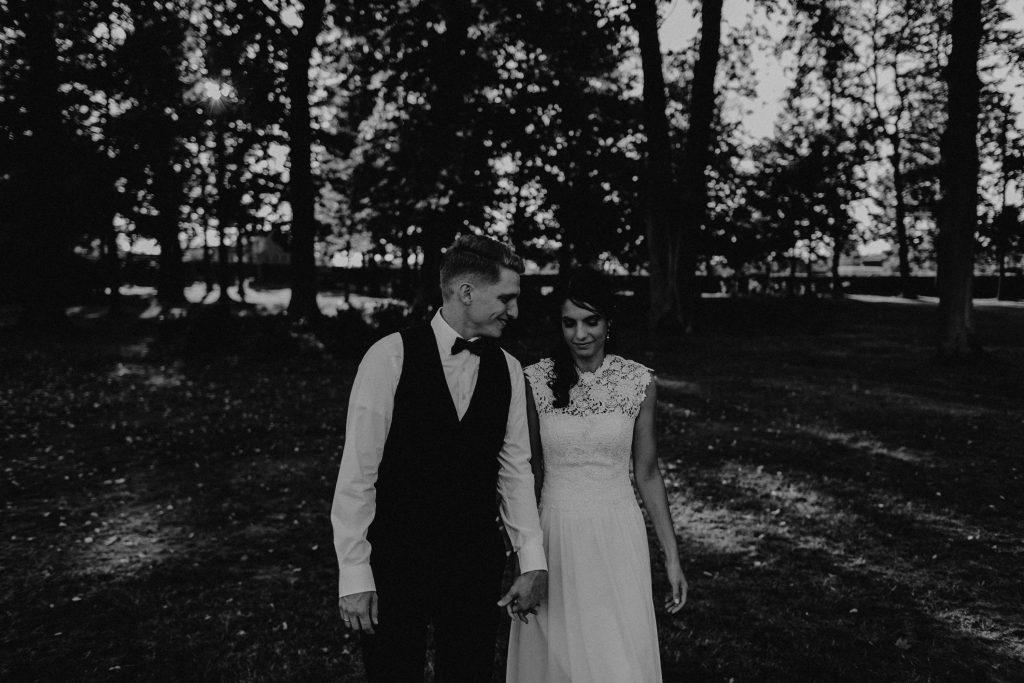 Dieses Hochzeitsfoto ist dein einer Hochzeitsreportage, die von den Hochzeitsfotografen Tom und Lia aus Potsdam aufgenommen wurde. Die deutsch-italienische Hochzeit fand in Dresden bei wunderschönem Sonnenschein statt.